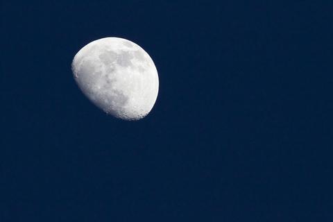 月とクレーター.jpg